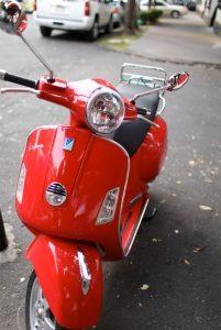 moto-roja-201x300