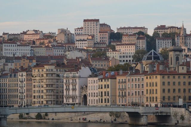 Relevant information in a move to Lyon