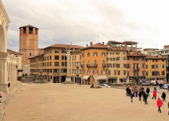 Deje su mudanza a Udine en manos de Mudinmar