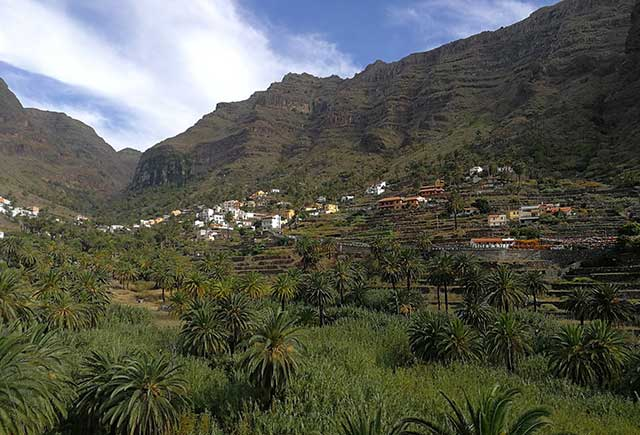 Associated moving services to La Gomera