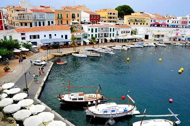 Associated moving services to Menorca