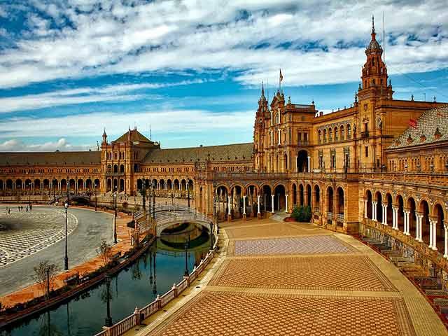 International removals to Sevilla