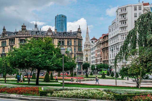 Elevador de muebles por fachada en Bilbao