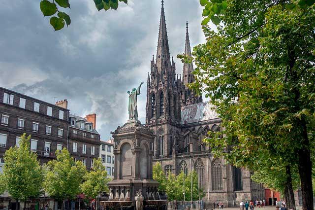 Mudanza de oficinas y traslado de empresas a Clermont-Ferrand