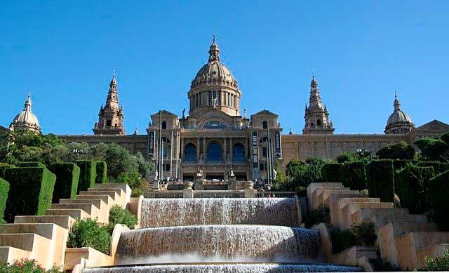 ¿Tu empresa o tu familia necesitan mudarse a Barcelona, o dentro del área metropolitana de Barcelona?