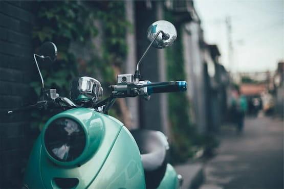 Llévate contigo tu moto o auto en tu mudanza internacional